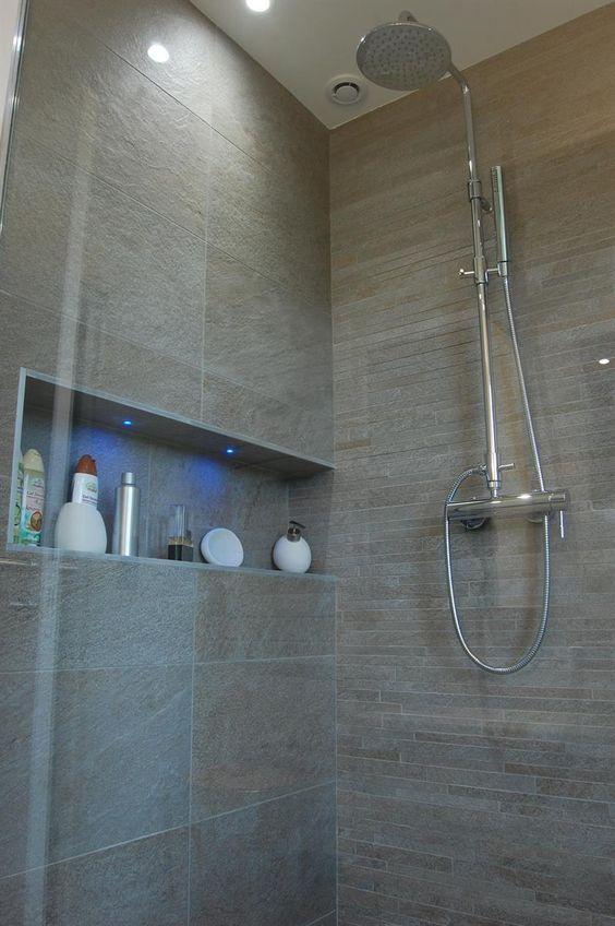 Douche italienne et niche avec incrustation de leds dans Salles de