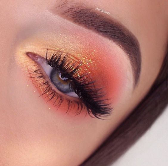 Photo of stunning glitter eyes makeup look for blue eyes