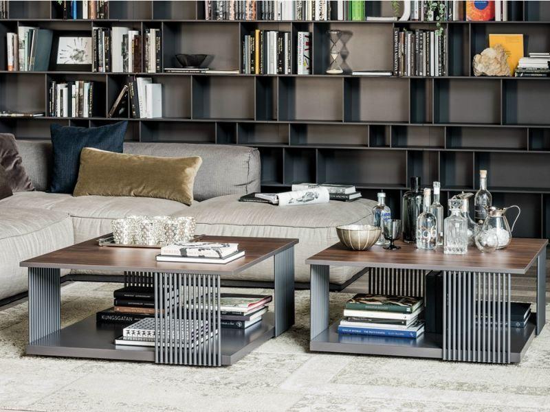 Modernes Wohnzimmer Mit Tischen Aus Metall Und Holz Interior