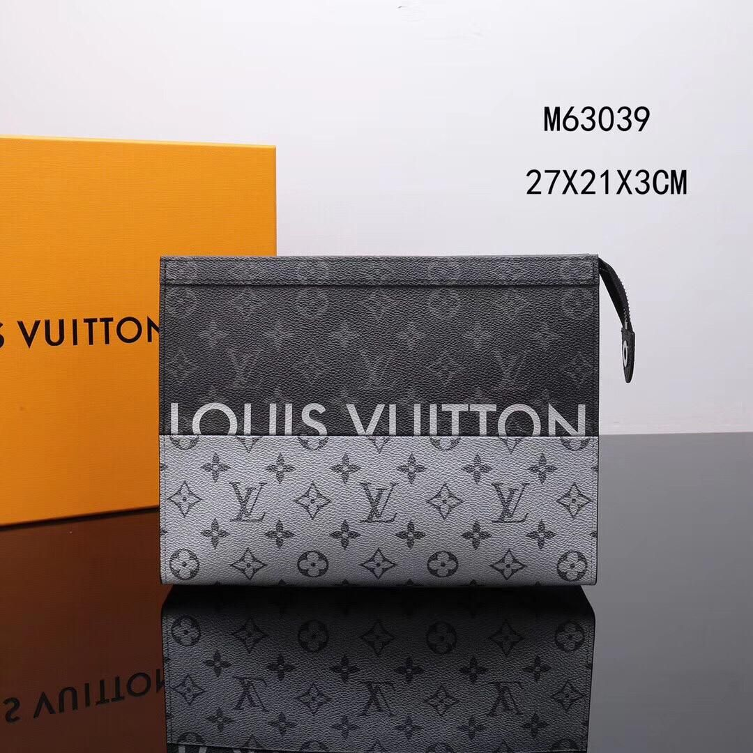 e0b7dd2d8fd8  M63039 Louis Vuitton 2018 Men Pochette Voyage MM-Monogram Other Canvas  Seen on the runway of the 2018 Spring-Summer Show