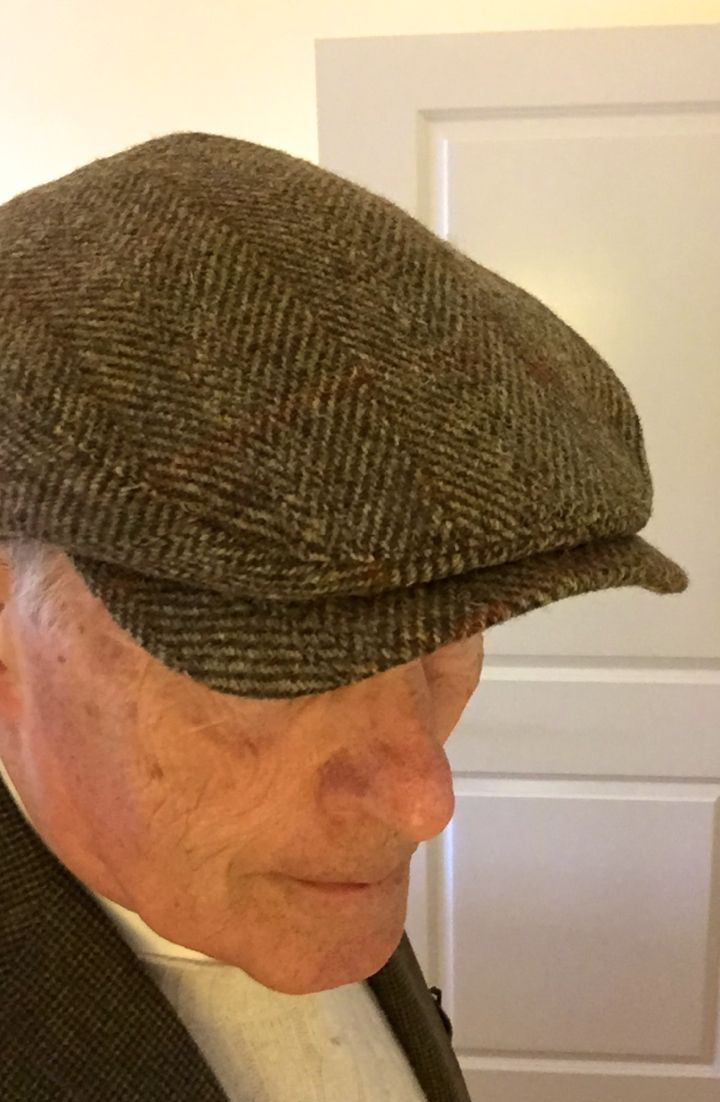 f5c1bdfd062 Olive Herringbone Harris Tweed Wigens Ivy Cap with hidden earflaps ...