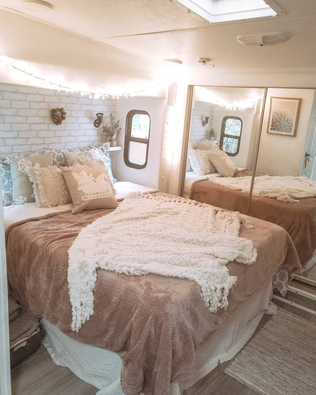 You Need To See This Lovely Renovated 5th Wheel, Full-time