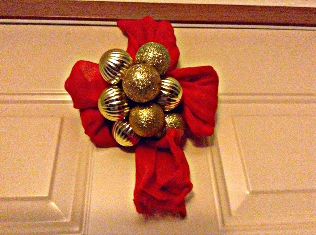 DIY WREATH HOLDER : WHEN HANGING A WREATH ON A METAL DOOR WITHOUT A HOOK,