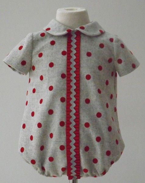 Pelele para niño en paño gris con lunares en terciopelo rojo adornado con plisado a juego - Otoño/Invierno - MiBebesito. Ropa de Bebe hecha a mano