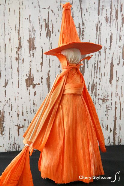 Use up old bottles for this festive DIY dyed cornhusk witch, using fabric dye. This craft will make a frighteningly fun piece for your spooky Halloween scene.
