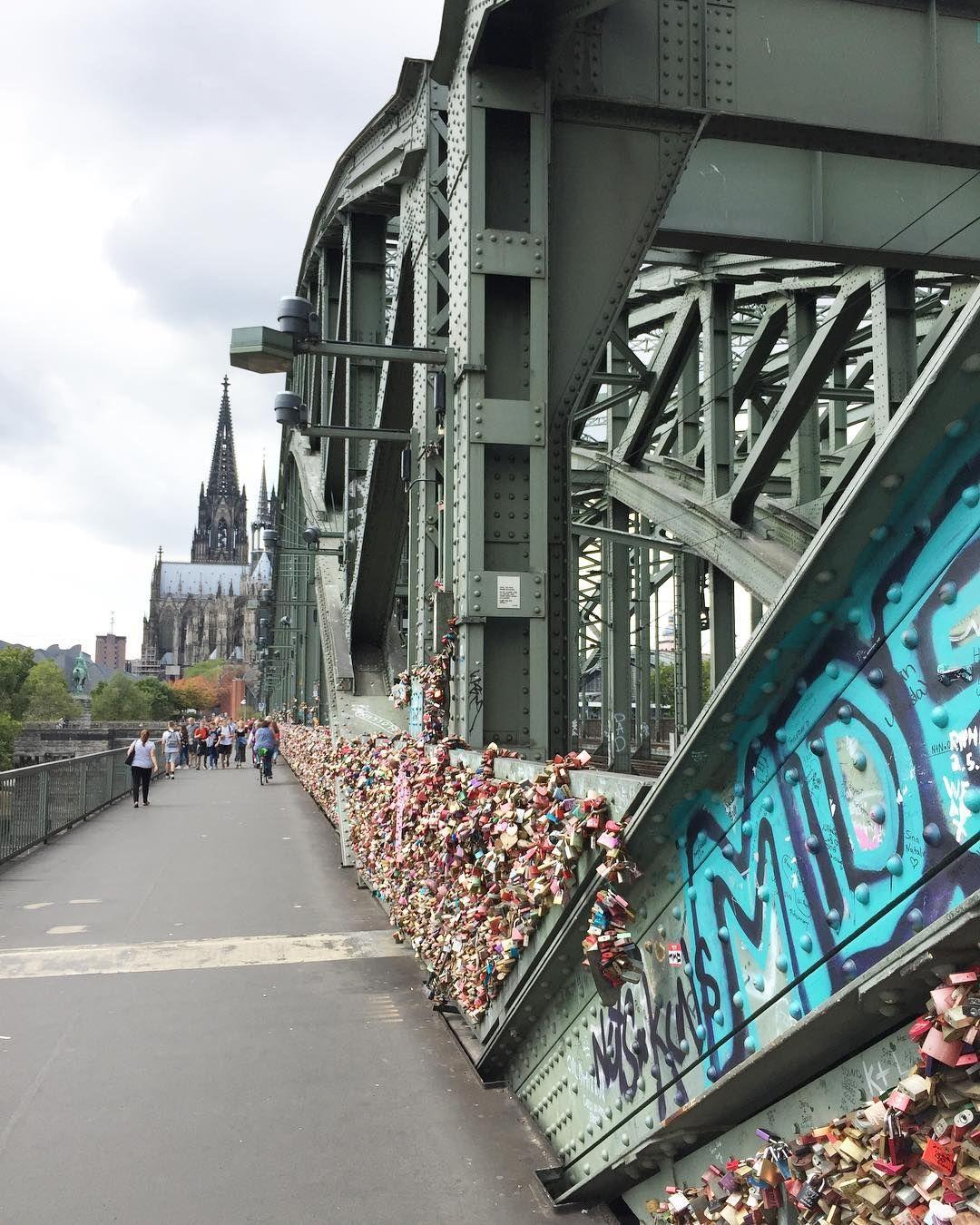 Petit saut estival à Cologne depuis hier. Je découvre avec