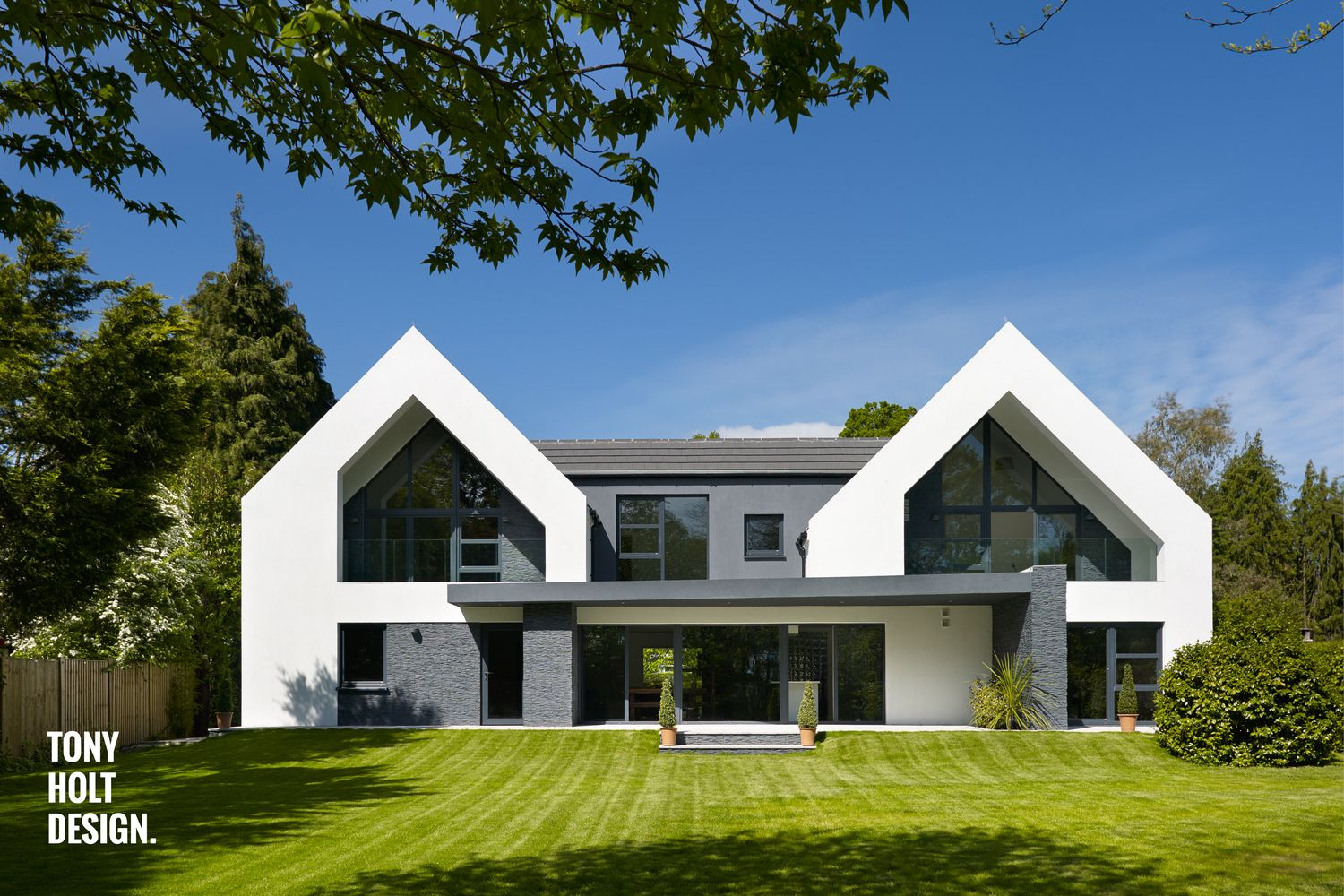 Tony Holt Design_Hurn Road_External_01_Landscape.jpg | Outside look ...