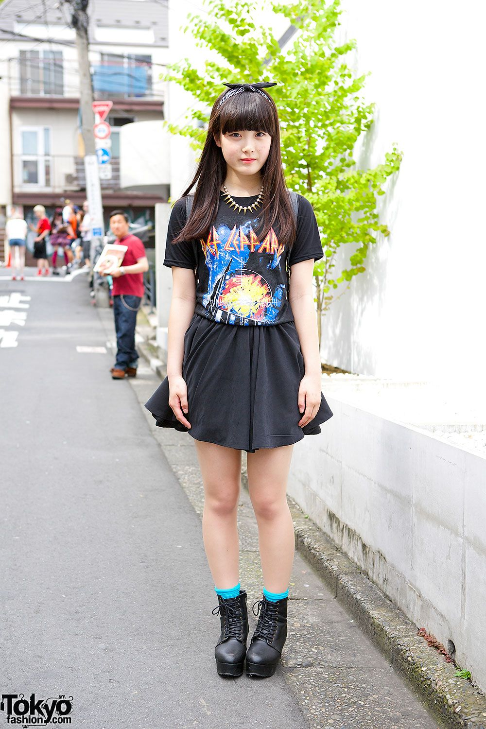 aa9a0ce95ec6 15-year-old Harajuku girl Momo in resale Def Leppard t-shirt