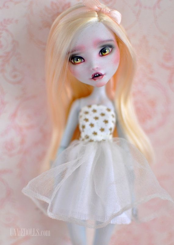 Cece is a beautiful fully customized Monster High doll. The base is Lagoona Blue.  Her original hair and faceup was removed. I rerooted her head with blonde nylon hair. I repainted her face with the highest quality pastels and watercolor pencils. She has tiny teeth:) She got light body blush and lots of freckles. I fixed my work with a spray sealant (MSC UV Cut). Her eyes were varnished with a matte varnish, and her mouth with a glossy varnish.  She will arrive with: - a dress - a pair of…