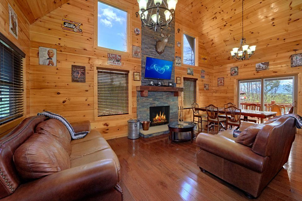 Gatlinburg Cabin With Wood Burning Fireplace Charming Charlie S Cabin Cabin Rentals Cabin Cabin Decks