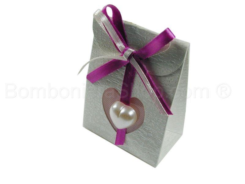 Bustina in cartoncino con applicazione cuoricino colore perla