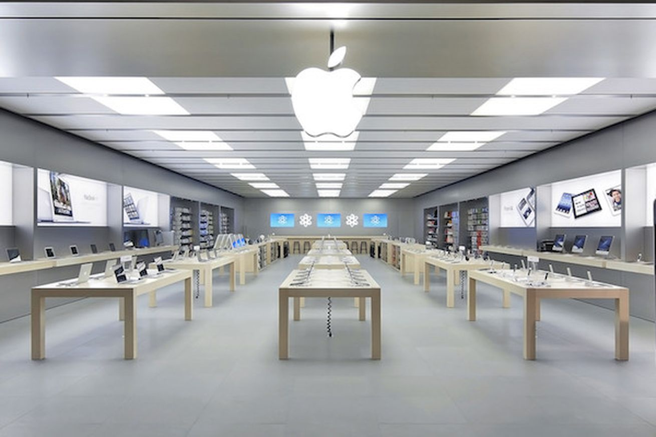 Angry Man Smashes Iphones And Macs At Apple Store In France Apple Store Retail Interior Design
