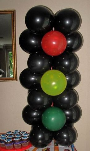 Balloon stop light for racing party birthday party ideas for Balloon decoration cars theme