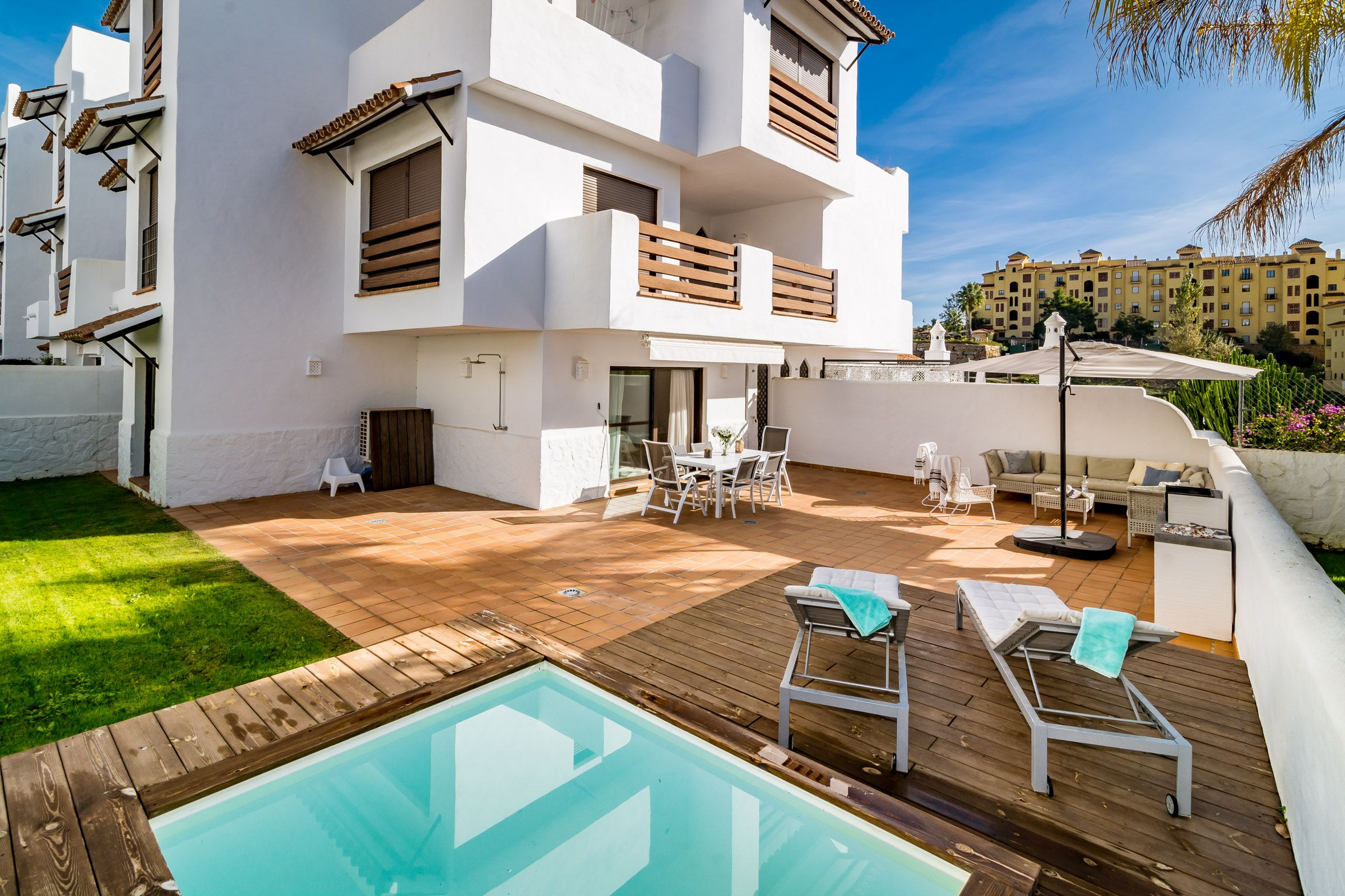 GHModern 2 bed apartment with Pool in Estepona Resina