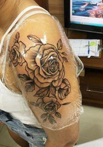 Tattoo rosen oberarm frauen Tattoo Oberarm