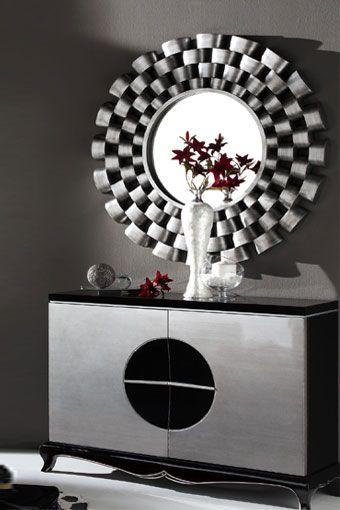 Ambiente estilo VULCANO compuesto por mueble recibidor y espejo circular plateado. El recibidor está compuesto por dos puertas indepedientes y está disponible en blanco y negro.