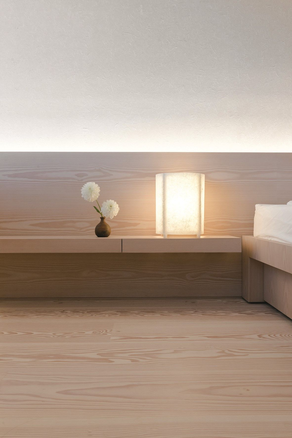 Miller Apartment Get Inspired By The Many Bespoke Solutions With Dinesen Douglas In This Priva With Images Minimalism Interior Contemporary Bedroom Design Bedroom Interior