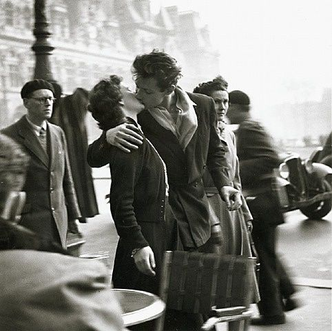 Robert Doisneau, Le Baiser (The Kiss), Hotel de Ville, Paris