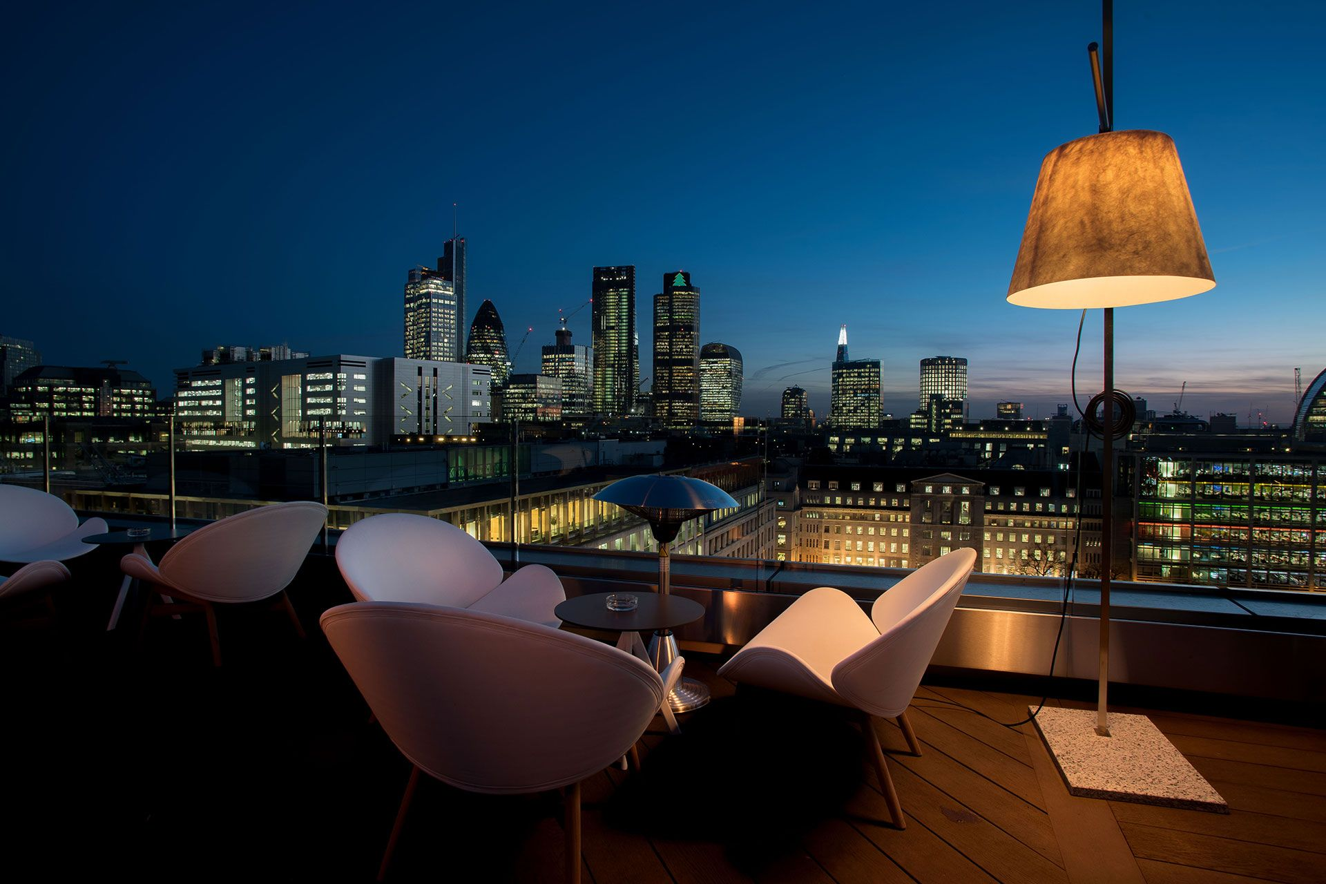 Soak Up The Sun In The Cities Best Roof Terraces Gardens And Outdoor Dining Areas From Shoreditch To Ch London Rooftop Bar Hotel Rooftop Bar Best Rooftop Bars