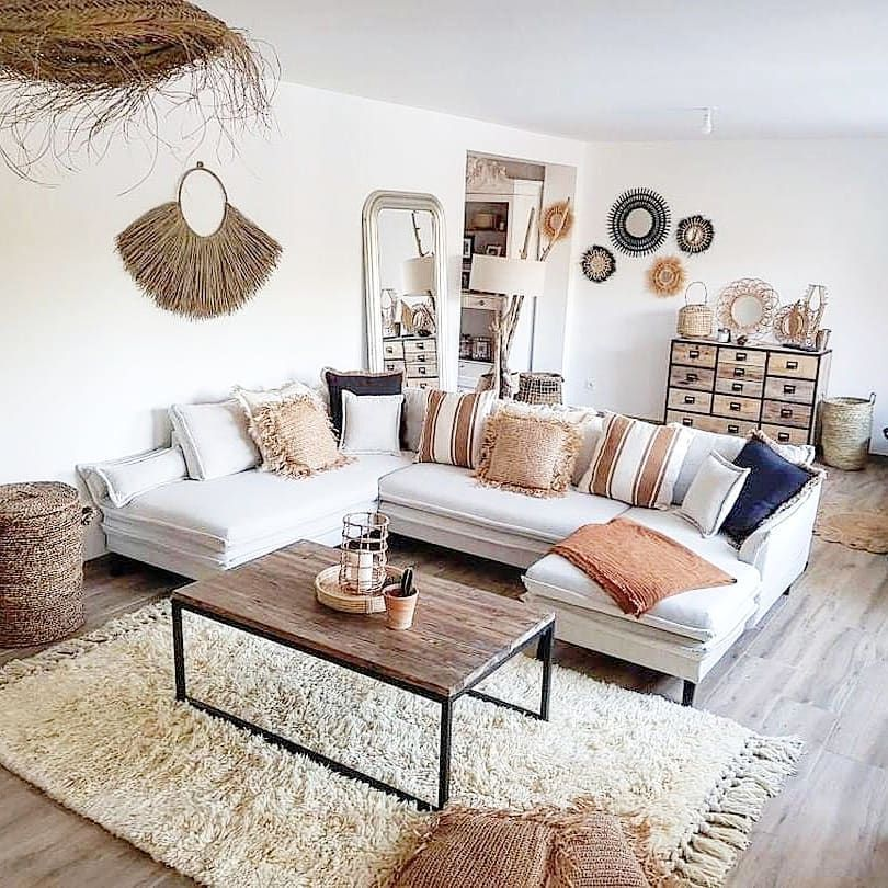 Bohemian interior chic monochrome camaieu beige brown terraccotta living room