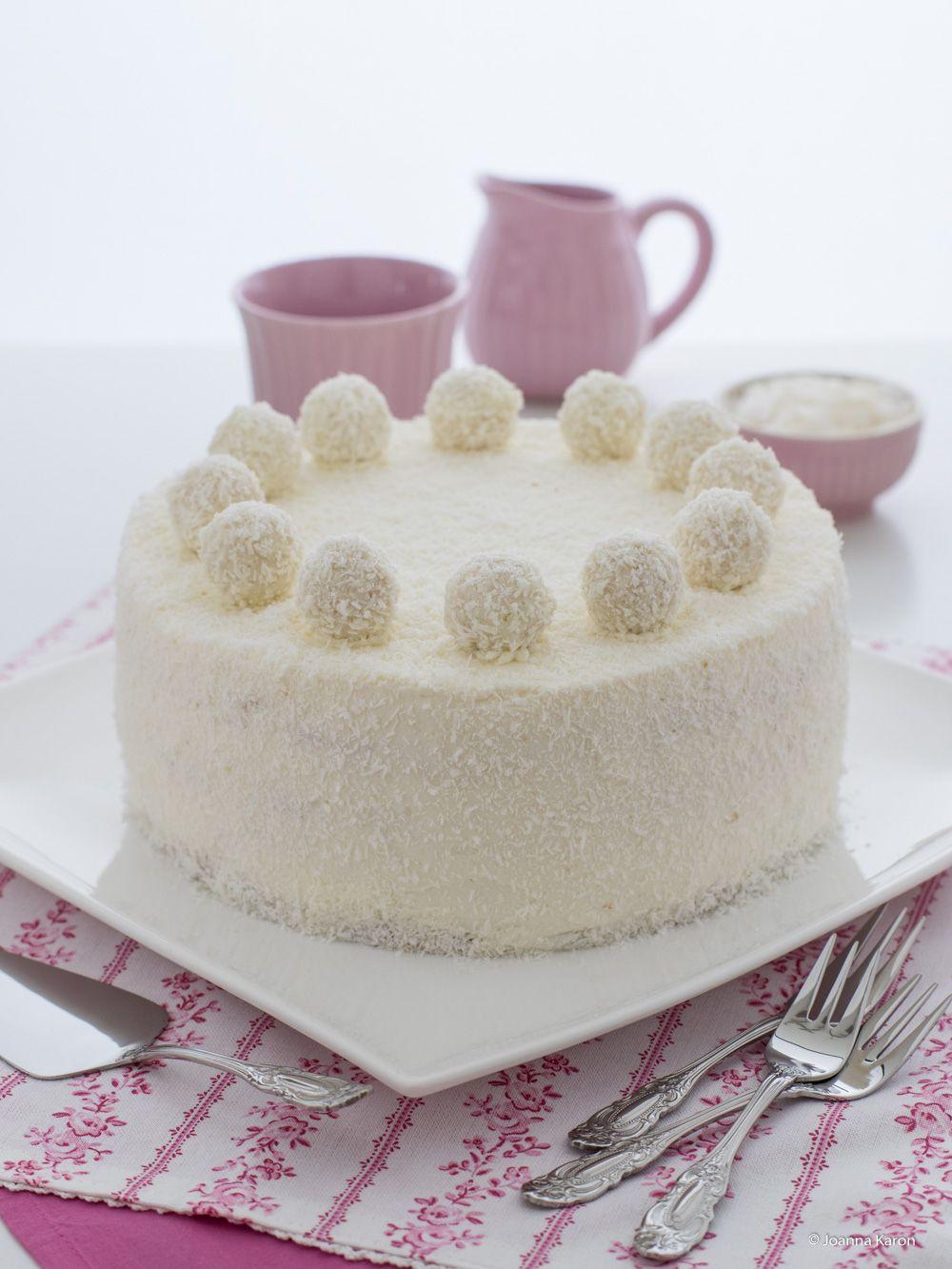Ein Weisser Traum Von Kokos Und Ananas Vereint In Einer Torte Ananas Torte Dessert Ideen Kuchen Ideen