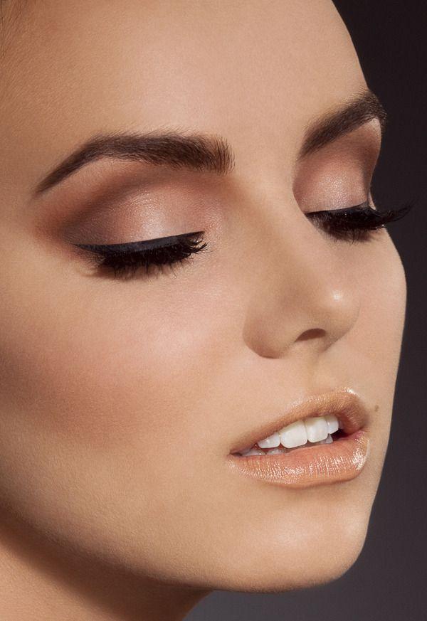 Con maquillaje muy natural con ligero delineado, ideal para novias - maquillaje natural de dia