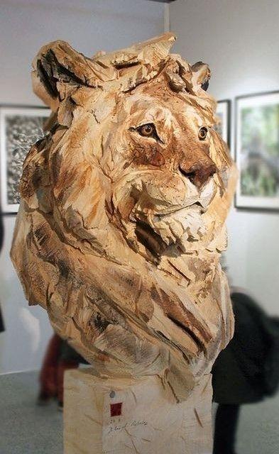 sculpture bois lion