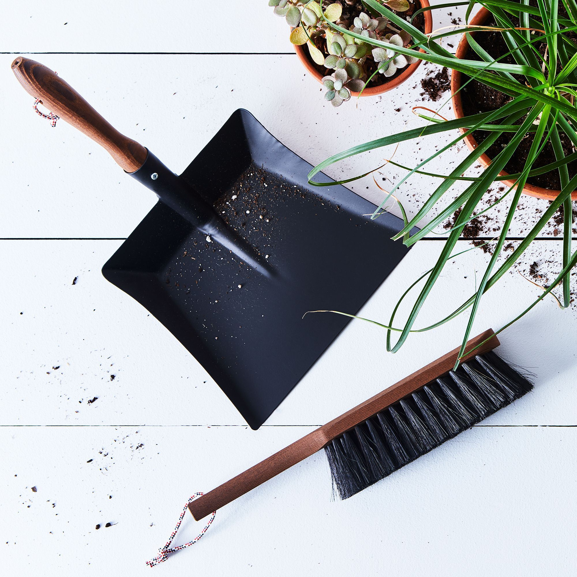 Home Exterior Design Tool: Vintage-Inspired French Exterior Brush & Dustpan Set