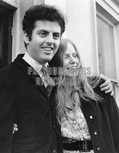DU PRE , Jacqueline & BARENBOIM , Daniel c 1967 outside Abbey Road studio English cellist