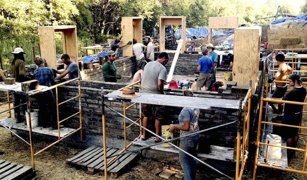 Comment construire sa maison écologique en une semaine et à petit