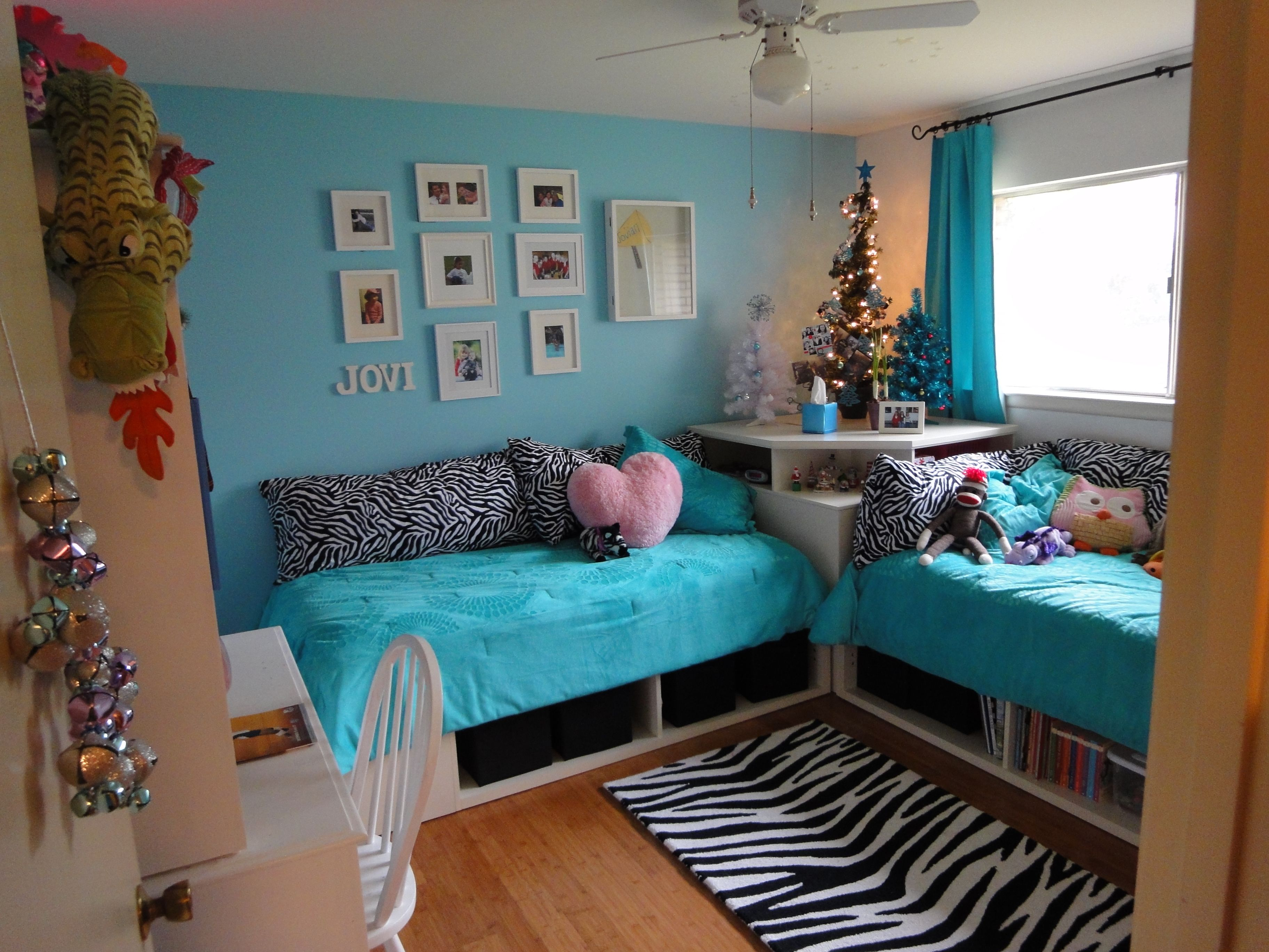 Double beds for teenage girls - One Bed Under Window One Under 2 Small Windows Maybe With Pull Out Underneath