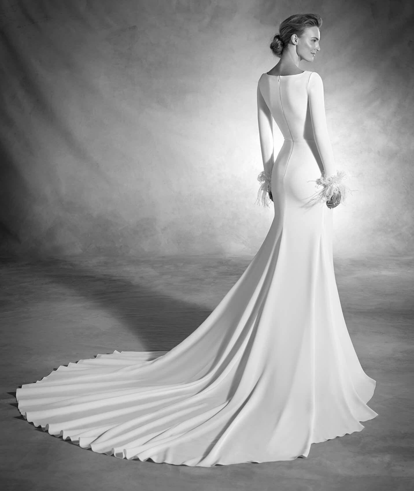 Nuria - Vestido de novia sirena de manga larga y plumas en puños ...