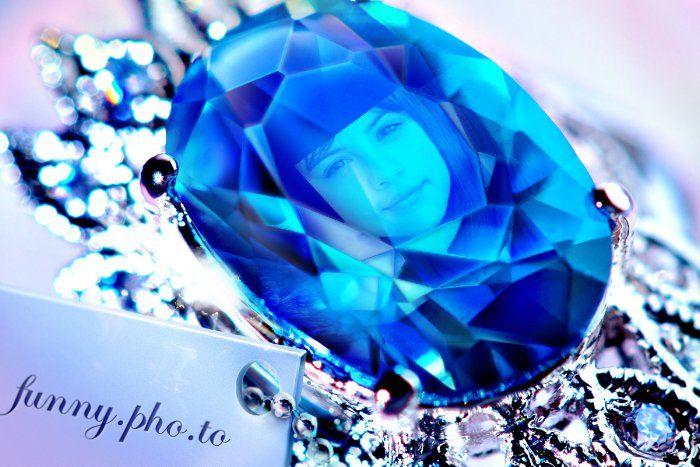 Fotomontaje en un diamante azul