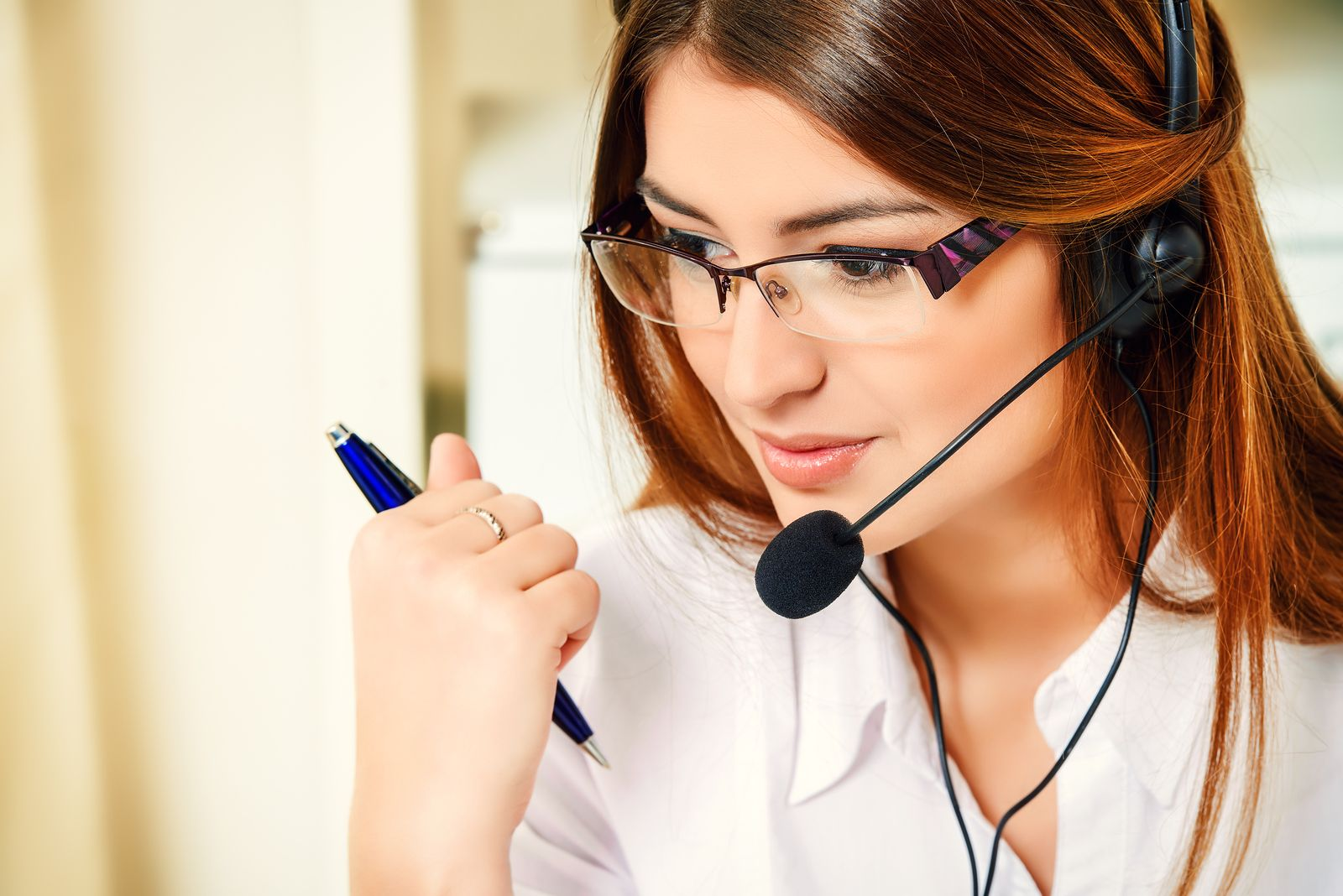 Read about the 4 Insightful Ways of Interacting Effectively with Customers.  #customerservice #onlinebusiness #entrepreneurship