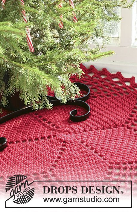 Crochet DROPS Christmas tree skirt / rug with star pattern in ...