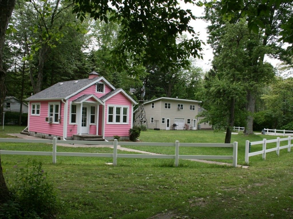 lake front cottages in michigan s harbor homeaway on lake cottage colors id=69928