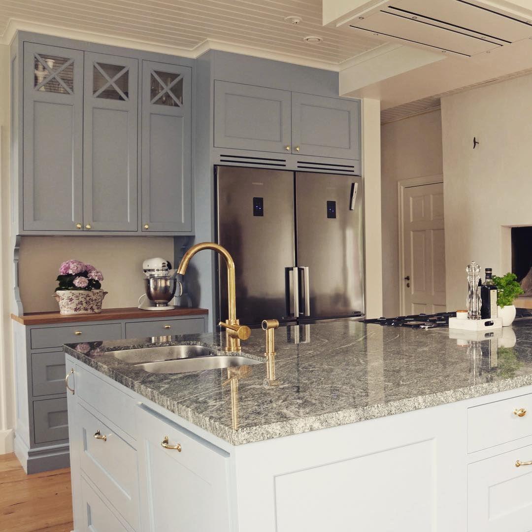 I det här underbara köket vi tillverkat på Hönö är det en rejäl ...