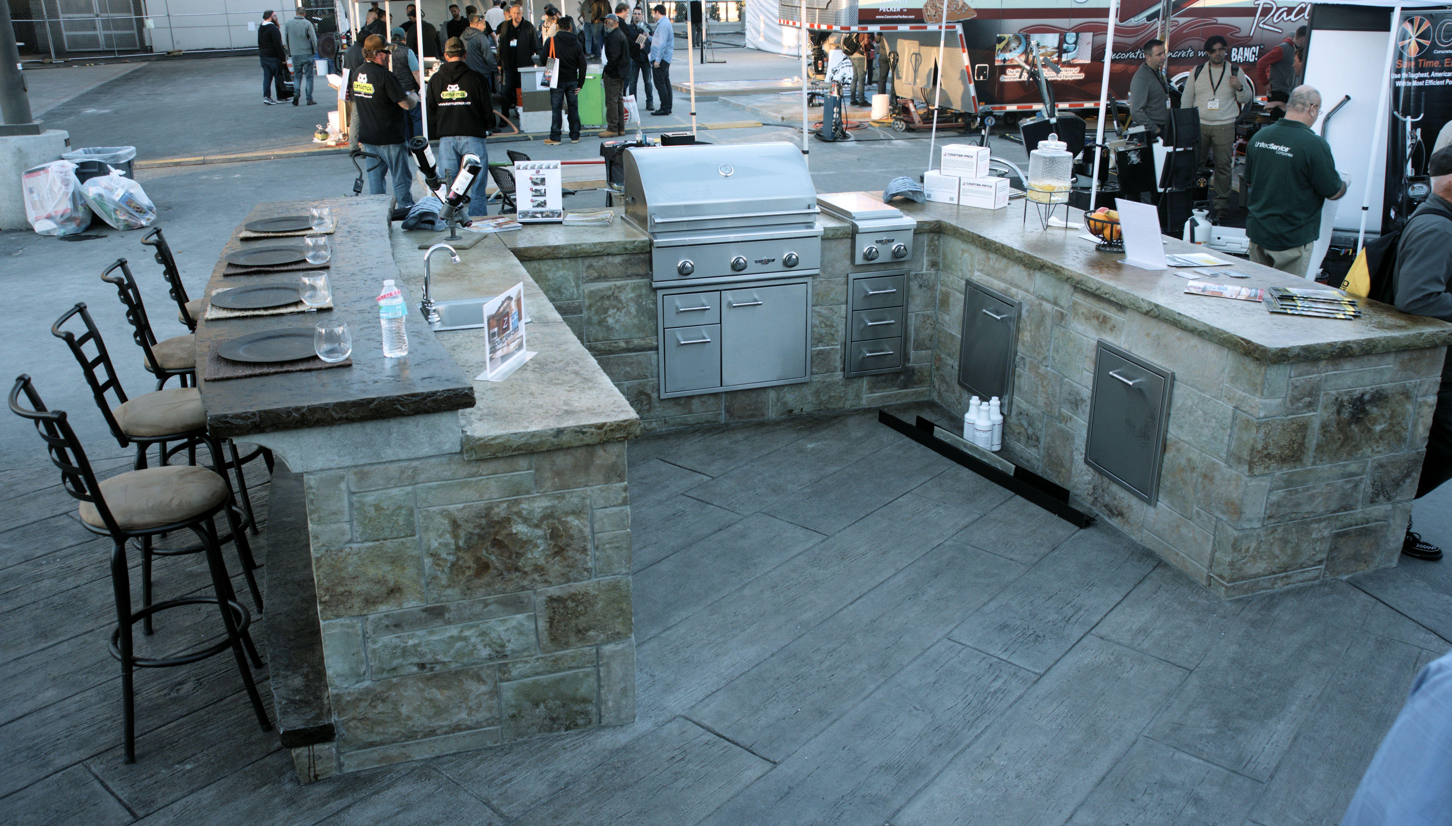 Modular Precast Panel Kitchen - U-shaped, 10 ft, with Bar | Kitchens ...