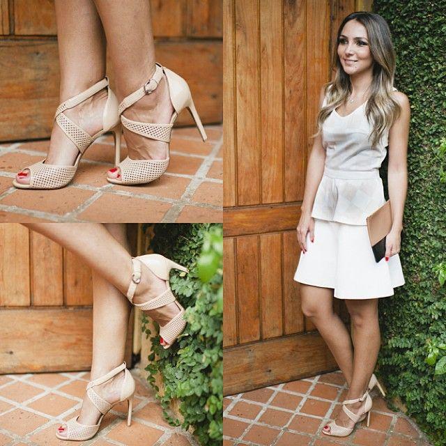 .@Lalá Noleto   Sandália linda, confortável vai com tudo da @arezzo_ ! Me agüentem com ela ag...