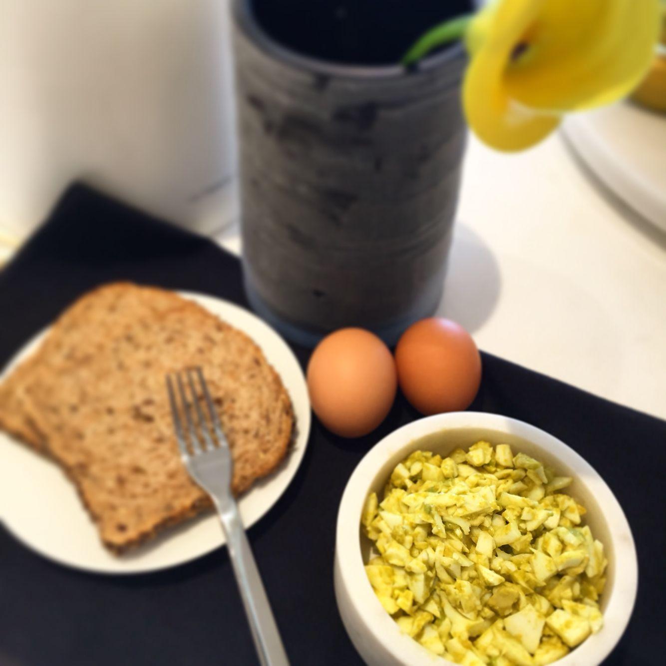 Egg salad with hint of turmeric and avocado wwwolistikah