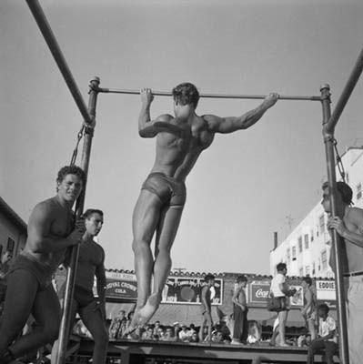 ARNOLD SCHWARZENEGGER Rope Skipping Muscle Beach Bodybuilding ...