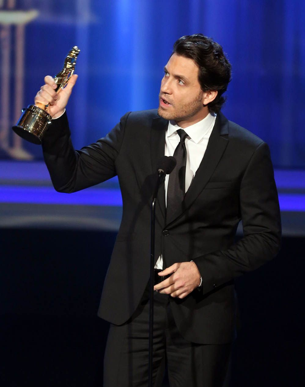 Edgar Ramírez Ganó El Premio Alma Por Su Papel En Furia De Titanes 2 Dude Actors People