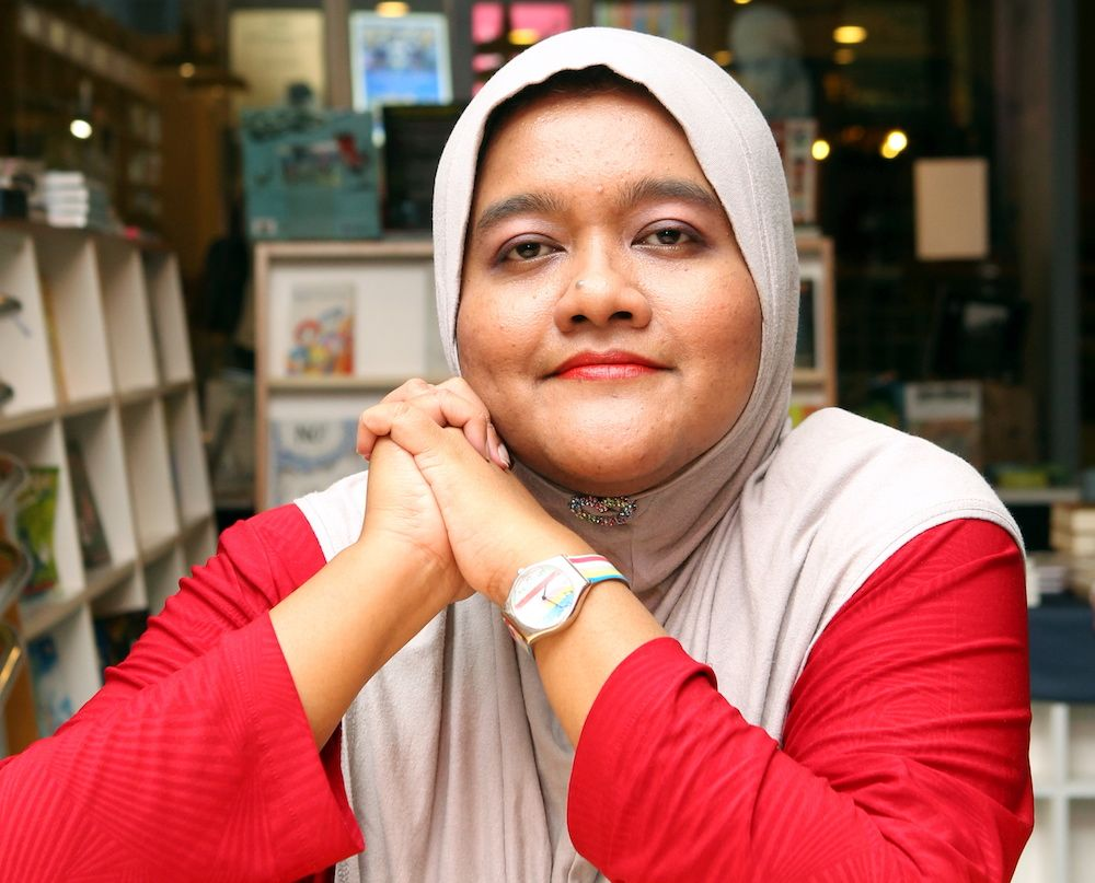 Single malaysia woman is available now contact her