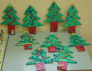 Con plastilina haremos árboles de navidad y otros elementos representativos de esta época para decorar la clase en estos días.