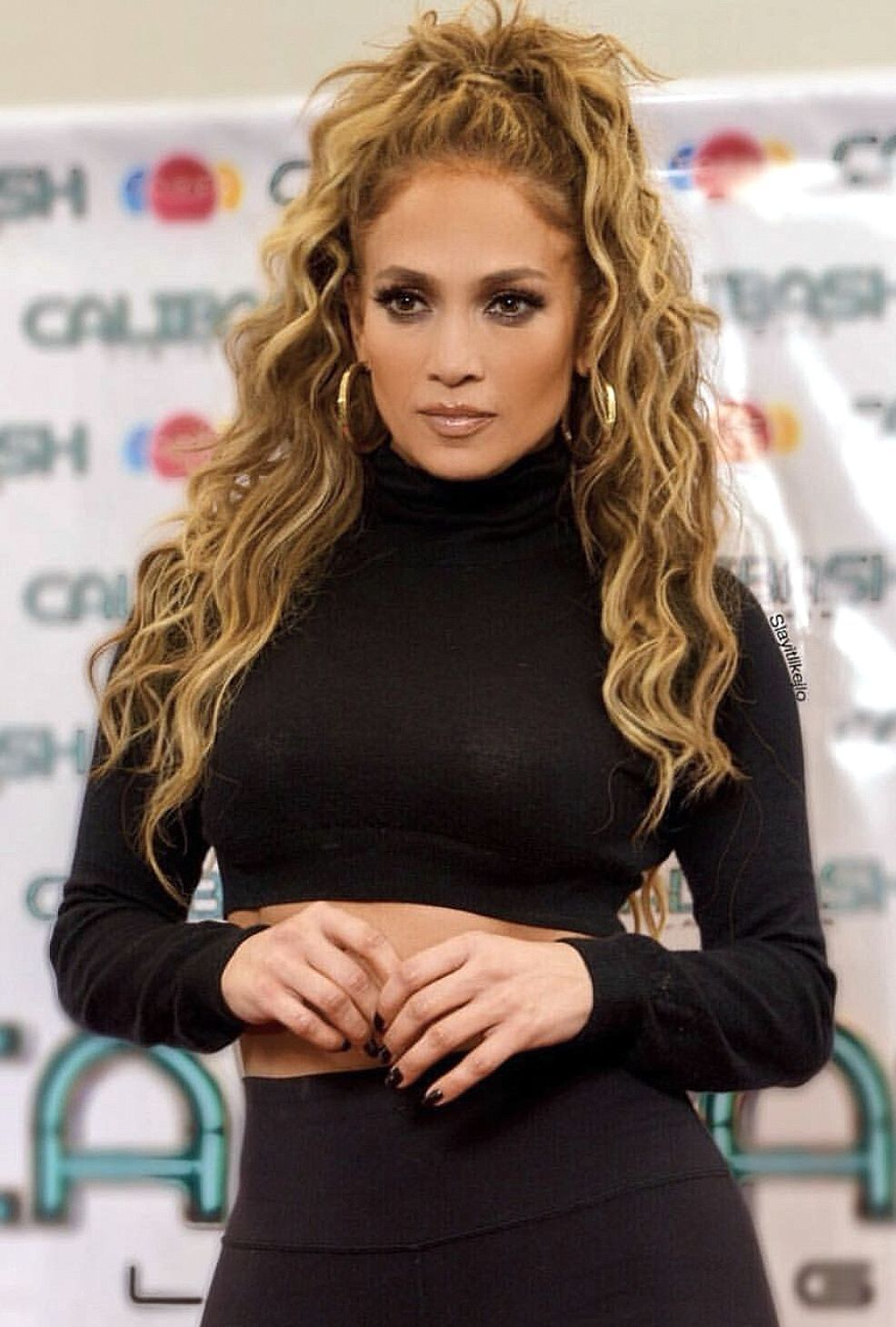 769dce421790a Pinterest: DEBORAHPRAHA Jennifer lopez Jennifer Lopez, Turtle Neck, Jenifer  Lopes