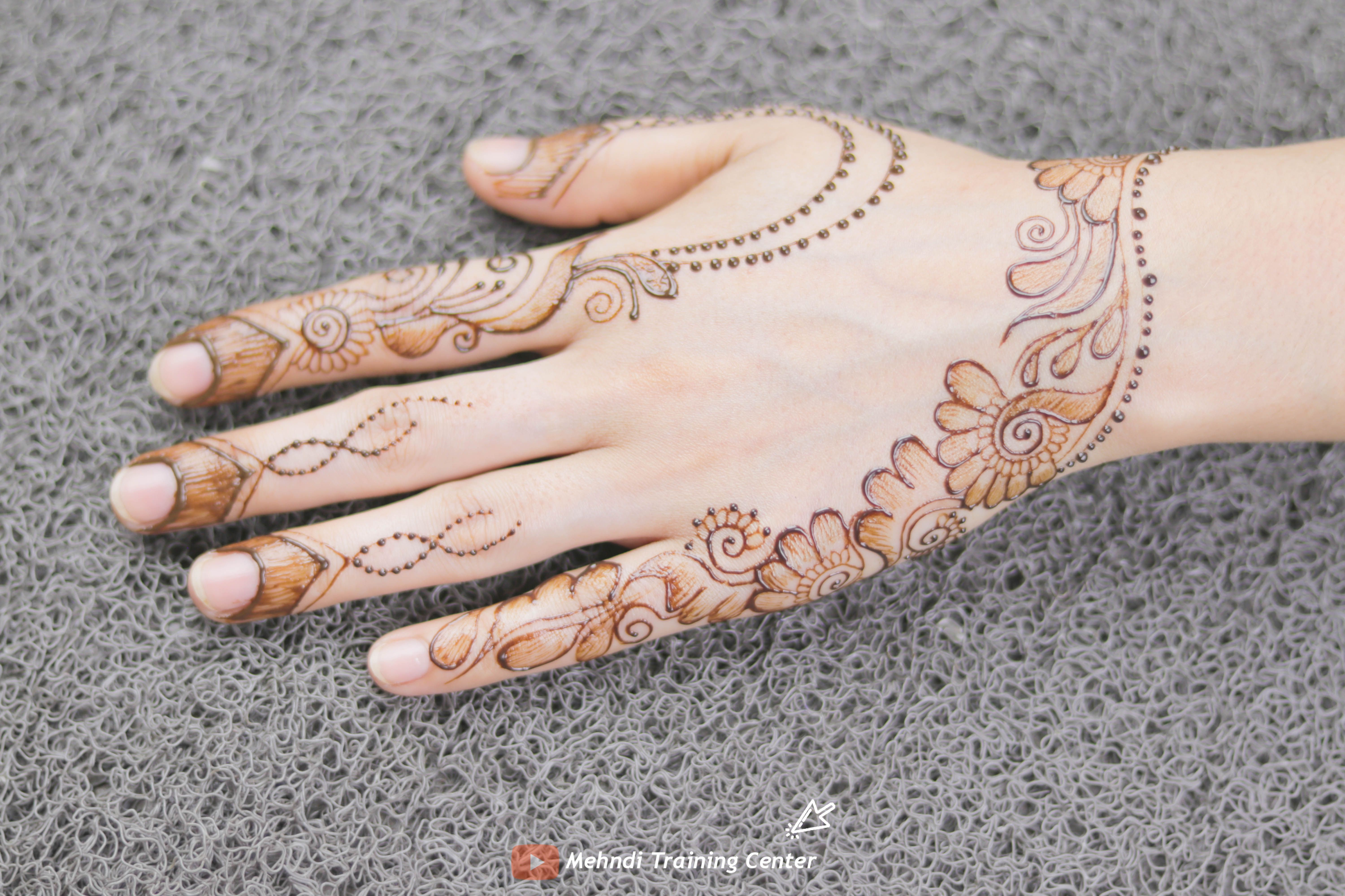 One Side Arabic Style Back Hand Mehndi Design Simple And Easy 2020 Mehndi Center نقش الحناء سه Henna Designs Easy Full Hand Mehndi Full Hand Mehndi Designs