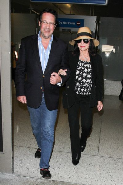 Joan Collins Photos - Joan Collins is seen at LAX. - Joan Collins Is Seen at LAX