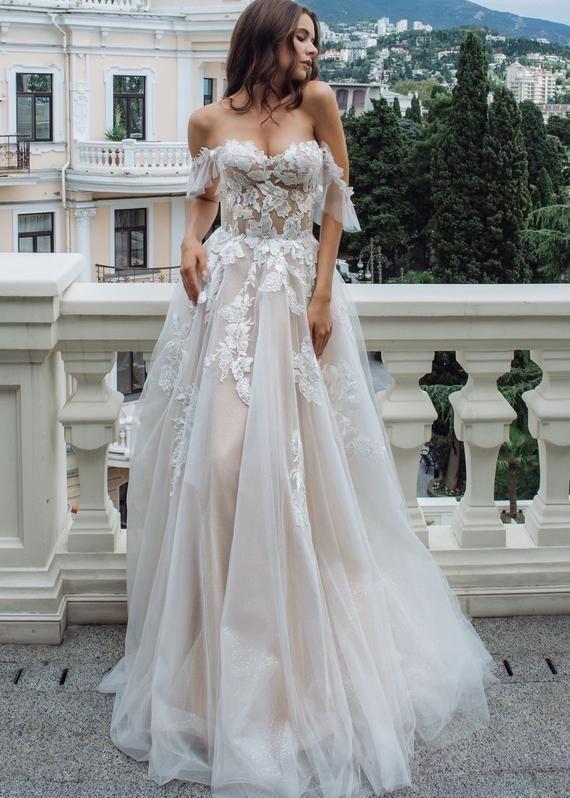 Boho A-Line Off The Shoulder Wedding Dress | Bohemian Vintage Floral Bridal Gown – Dina's brudekjole