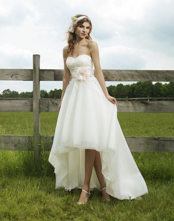Popular Country Wedding Dress Short Front Long in The Back