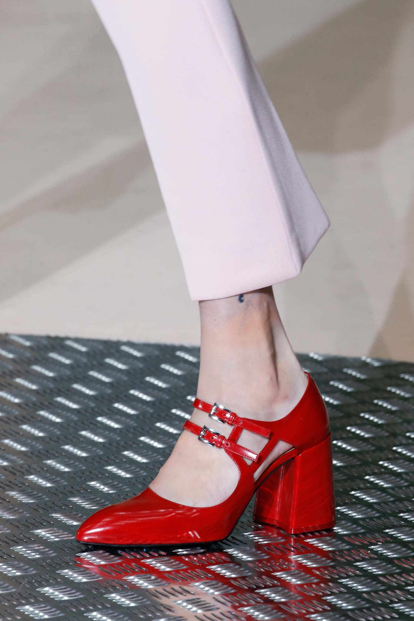 6b8020048e9 Prada Fall 2015 Ready-to-Wear - Collection - Gallery - Style.com ...
